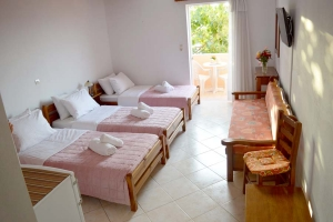 Triple Room, Athina Rooms to let Athina Rethymno Crete Greece